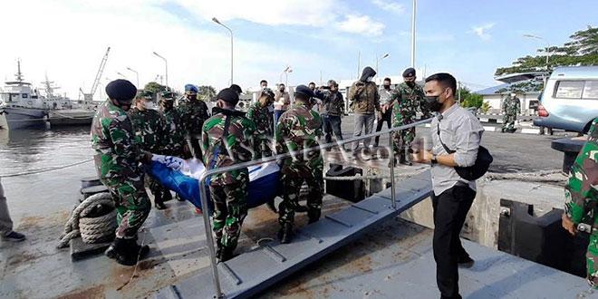 TNI-AL-Temukan-Jenazah-Nelayan-yang-Tewas-Akibat-Kapal-Terbakar2
