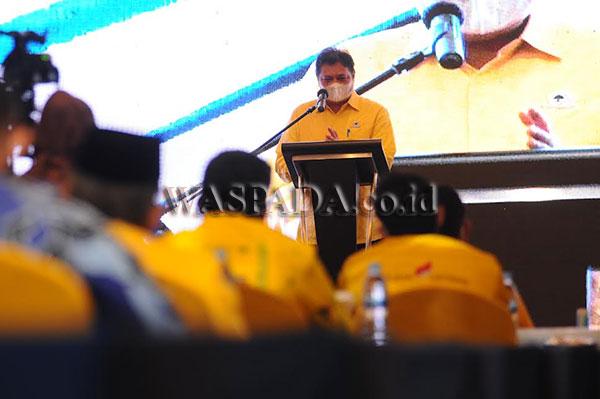 Ketum DPP Partai Golkar Airlangga Hartarto saat silaturahmi bersama kader Golkar se-Sumatera Utara di Hotel JW Marriott, Medan, Rabu (8/9) malam.